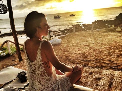 Deliciando-me com o pôr do sol na praia da Conceição